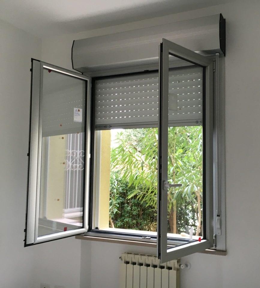 Porte In Alluminio Anodizzato serramento a monoblocco,un sistema che prevedeva finestra